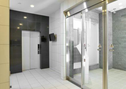 名古屋市名東区の賃貸マンションのオートロックと防犯カメラの付いたエレベーターホール