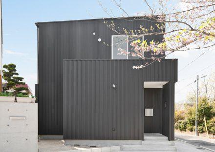 名古屋市守山区の注文住宅の桜にあう、美しい雰囲気の外観デザイン