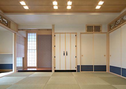 愛知県豊田市の注文住宅の欄間・床の間の付いたヘリなし畳の和室写真