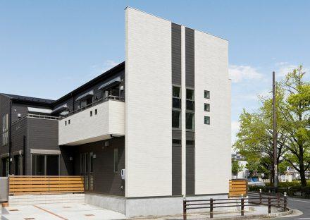 名古屋市東区の注文住宅の色や素材を変えることで、単調ではない外観デザイン
