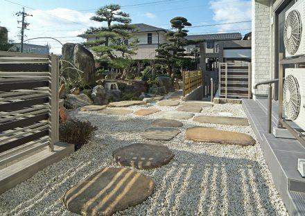 愛知県豊田市の注文住宅の砂利の中に石が配置られた落ち着きのある和風の庭の写真