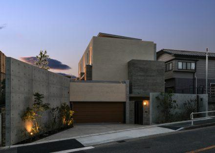 名古屋市瑞穂区の注文住宅のコンクリートをデザインに取り込んだハイセンスな外観