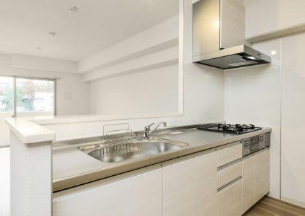 キッチン名古屋市千種区の賃貸マンションのガスコンロ付調理スペースも広いオープンキッチン