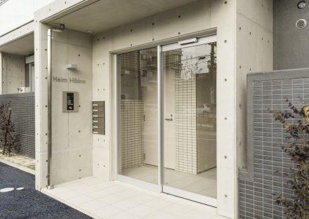 名古屋市熱田区の全室角部屋3階建て賃貸マンションのオートロック&メールボックスの付いたエントランス