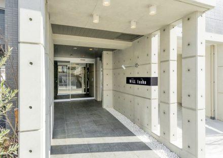 名古屋市名東区の賃貸マンションのモダンなデザインのエントランス