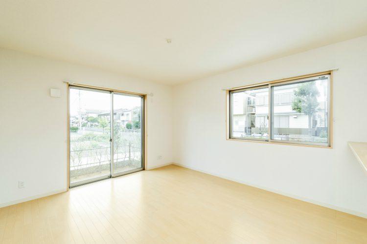名古屋市南区の戸建賃貸住宅のナチュラルテイストな明るいリビングダイニング