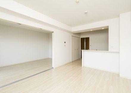 愛知県長久手市の賃貸マンションのナチュラルテイストの合わせて使えるLDK&洋室