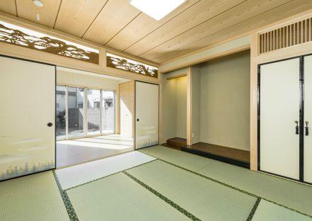名古屋市南区の注文住宅の広い縁側のある美しい欄間や床の間が和室の写真