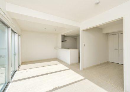 名古屋市名東区の賃貸マンションの白を基調にした明るいLDK・洋室