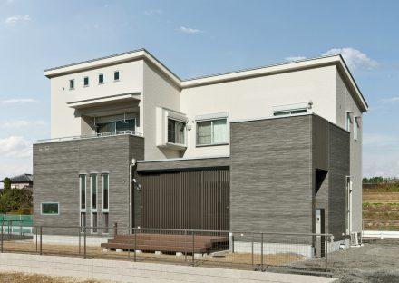 愛知県豊田市の光が降り注ぐおしゃれな注文住宅外観デザイン