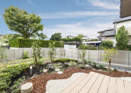 愛知県瀬戸市の平屋の新築注文住宅のおしゃれにデザインされた家庭菜園と庭