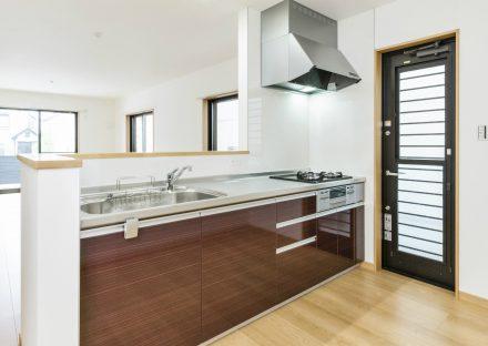 名古屋市天白区のメゾネット賃貸アパートのガスコンロ付きのオープンキッチン
