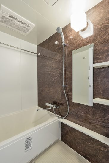 名古屋市中村区の賃貸マンションの広々としたバスルーム