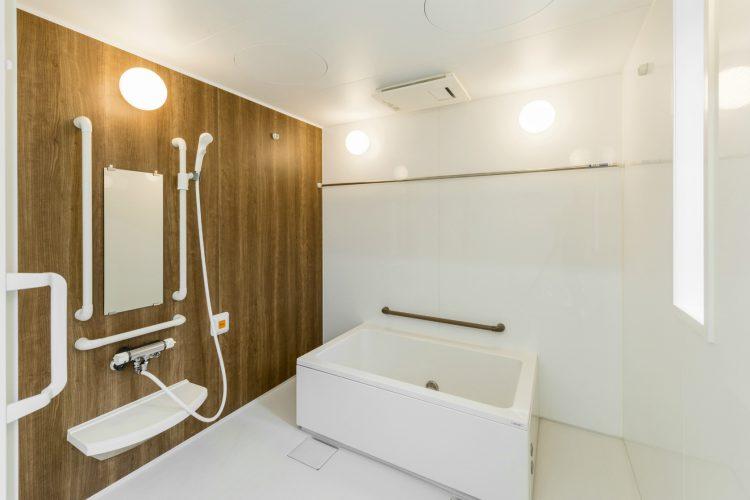 名古屋市名東区の介護施設の広く作られた浴室