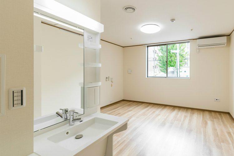 名古屋市名東区の介護施設のシンプルなデザインの手洗い場付きの居室