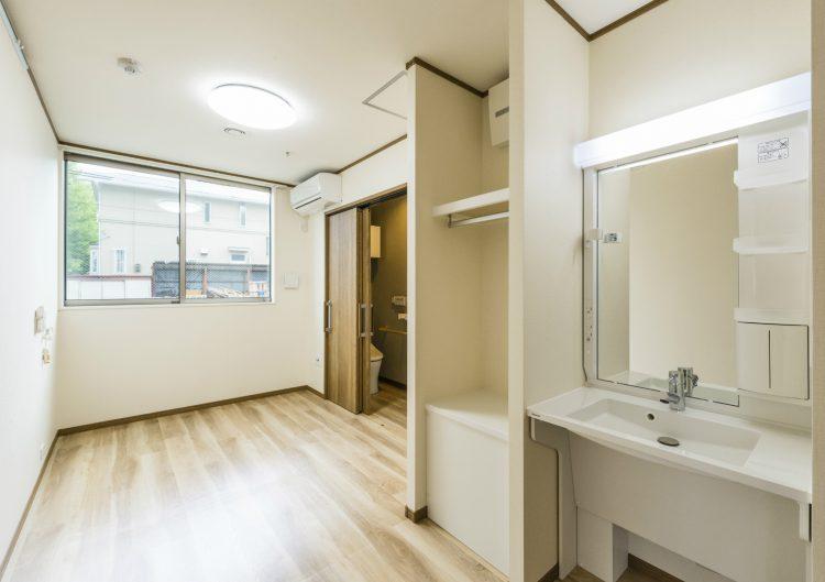 名古屋市名東区の介護施設のトイレ・クローゼット・手洗い場の付いた宿泊室