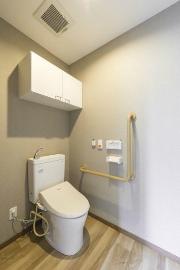 名古屋市名東区の介護施設の手すり付の居室トイレ