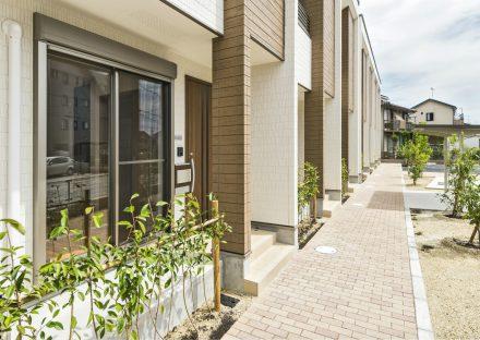 名古屋市北区のメゾネット賃貸アパートの玄関アプローチ