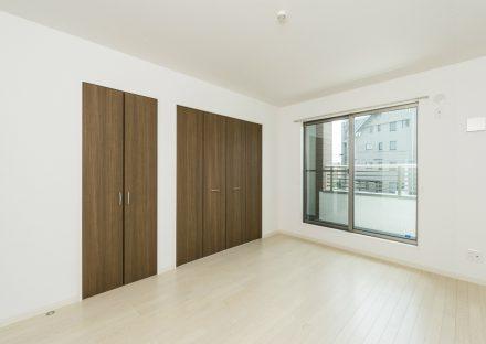 名古屋市北区のメゾネット賃貸アパートのベランダ付きクローゼット付洋室