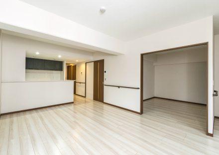 名古屋市西区の賃貸併用住宅のオーナー様宅の白を基調としたLDK&洋室