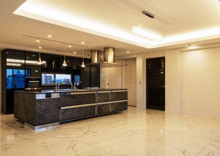 名古屋市名東区の賃貸併用住宅のオーナー宅:広々とした高級感あるダイニング・キッチン
