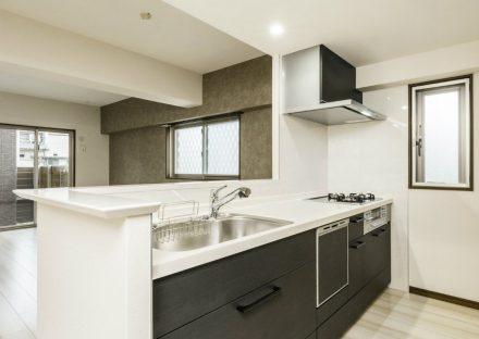 名古屋市西区の賃貸併用住宅のオーナー様宅の黒色システムキッチン