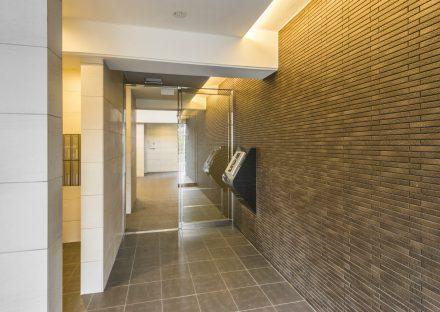名古屋市西区の賃貸マンションの高級感あるエントランスホール