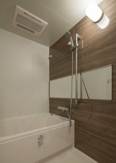 名古屋市中村区のワンルームマンションのゆったりとした浴室
