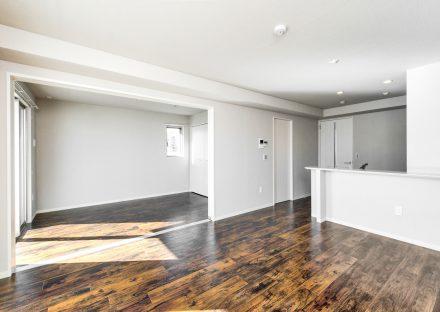 名古屋市名東区の賃貸マンションのつなげて使えるLDK&洋室