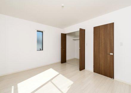 名古屋市中村区のメゾネットアパートのおしゃれなウォークインクローゼット付き洋室