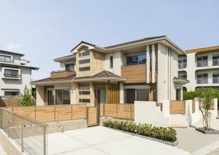 名古屋市名東区の注文住宅の統一感ある建物デザインと外構