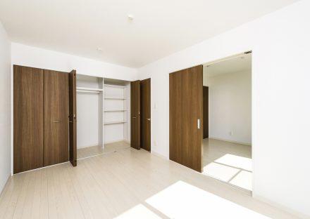名古屋市中村区の戸建賃貸の仕切りの付いたクローゼット付き洋室