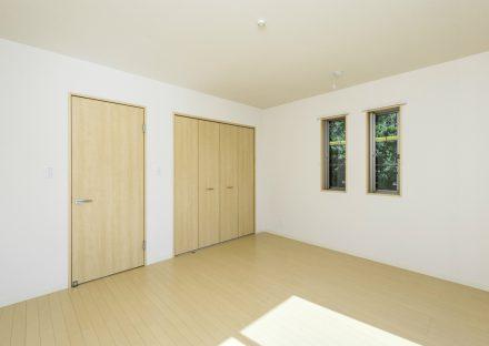 愛知県日進市のメゾネット賃貸のナチュラルテイストな収納付きの洋室