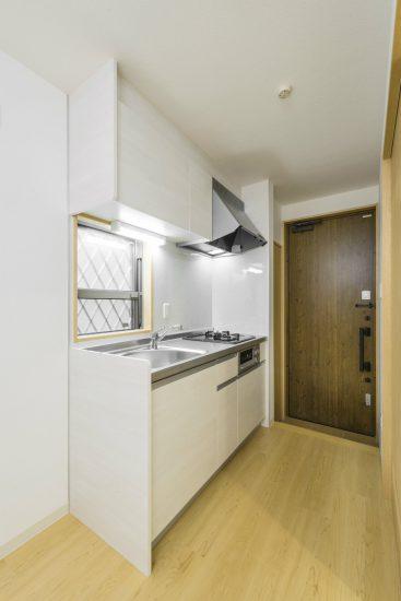 名古屋市緑区のロフト付きメゾネット賃貸アパートのコンパクトなキッチン