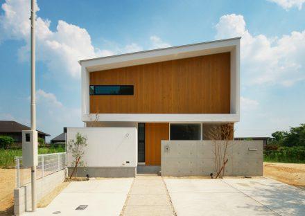 名古屋市守山区の注文住宅の袖壁やひさしの凹凸により陰影ある外観デザイン