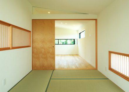 名古屋市守山区の注文住宅のライトがモダンな和室の写真