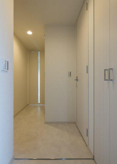 名古屋市中村区のワンルームマンションの収納付き玄関