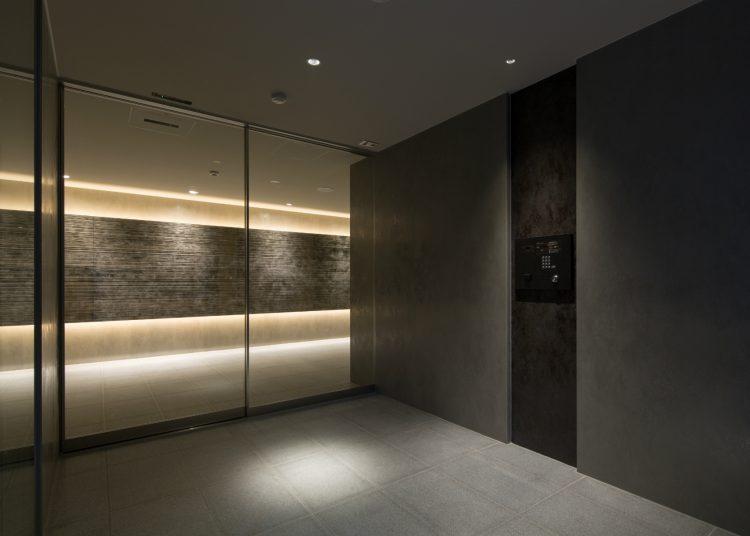 名古屋市中村区のワンルームマンションの落ち着いた雰囲気の風除室