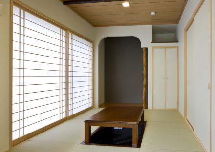 名古屋市東区の注文住宅の天井、床の間、障子とデザインにこだわった和室