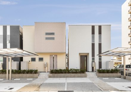 名古屋市天白区のカーポート付きのデザインの異なるA棟・B棟戸建住宅