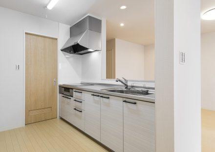 名古屋市天白区の戸建賃貸の調理スペースが広いシステムキッチン
