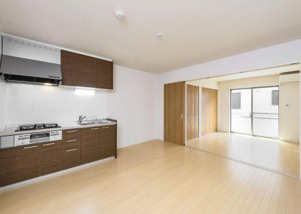 名古屋市南区の賃貸アパートの広くあわせて使えるLDKと洋室