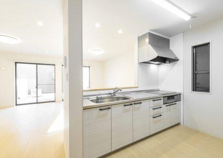 名古屋市天白区の賃貸マンションの明るいIHのオープンキッチン