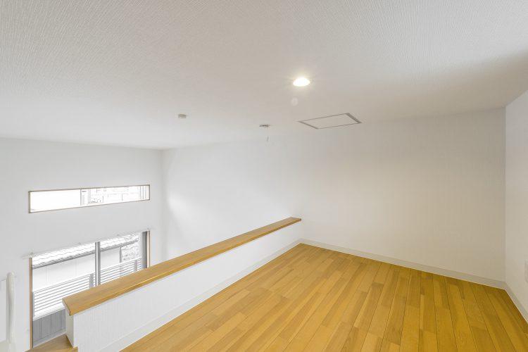 愛知県豊田市のメゾネット賃貸アパートのシンプルなロフト