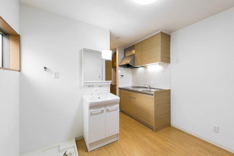 豊田市のロフト付き賃貸アパート キッチン・洗面台