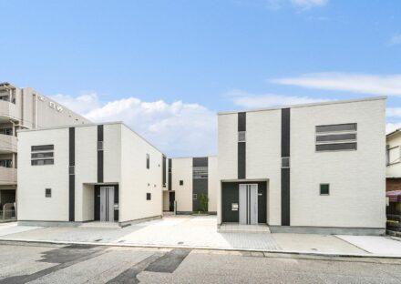 名古屋市瑞穂区の戸建賃貸住宅のモノトーンでモダンな外観デザイン