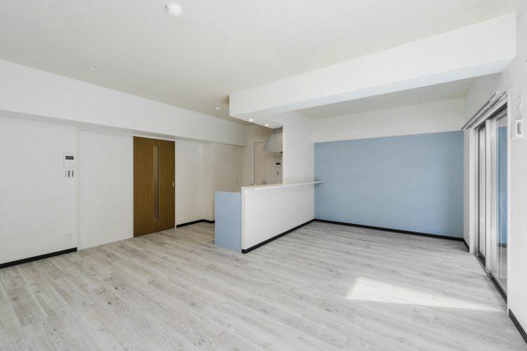 名古屋市瑞穂区のカラフル賃貸マンション施工例 水色LDK