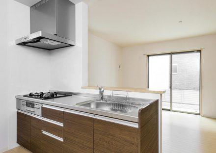 名古屋市瑞穂区の戸建賃貸住宅のガスコンロ付き明るいオープンキッチン