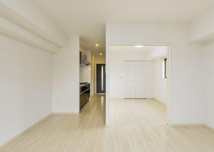 岐阜県岐阜市の賃貸マンションの同じフローリングのLDKと洋室