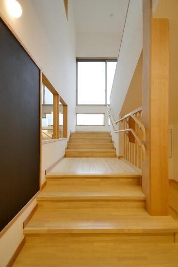 名古屋市守山区の保育園 階段